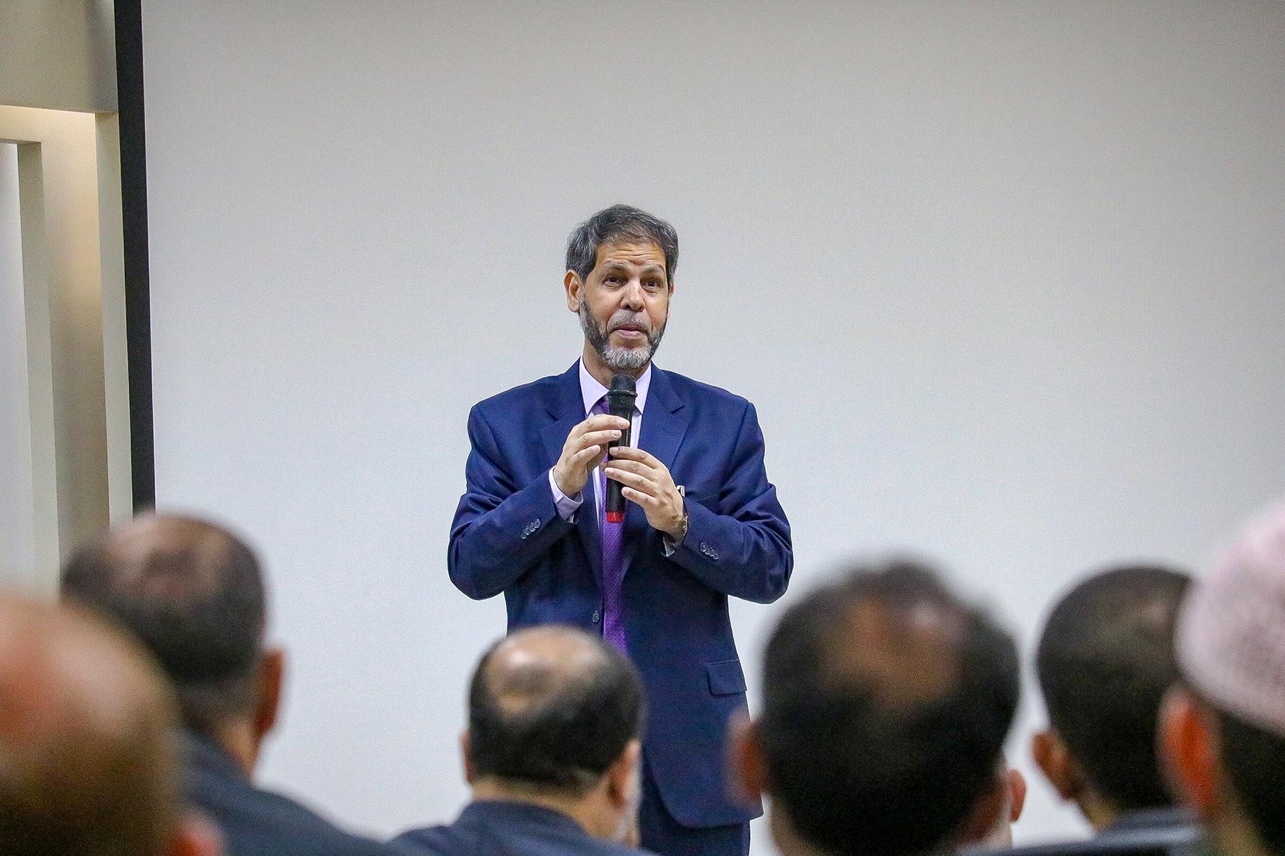 الأمين العام لمجمع اللغة العربية الدكتور أمحمد صافى المستغانمي