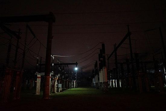 عودة الكهرباء بعد انقطاع شامل