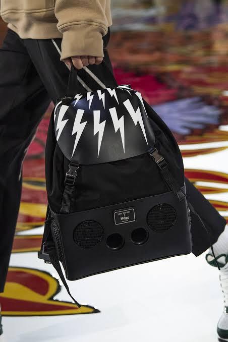حقيبة للرجال من عرض أزياء نيل باريت