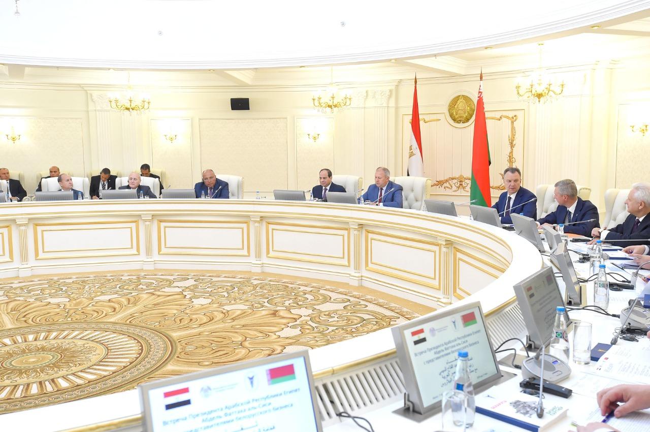 السيسى يلتقى رئيس وزراء بيلاروسيا (4)