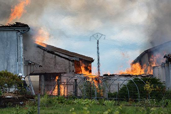 النيران تلتهم مخزن الكونياك