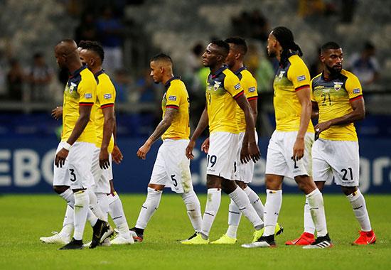 الحزن يخيم على وجوه لاعبى الإكوادور