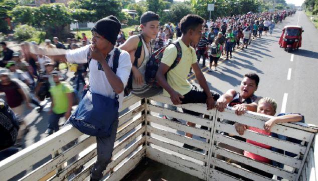 المكسيك تعثر على 791 مهاجرًا