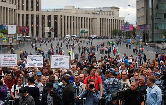 مئات المحتجين فى موسكو