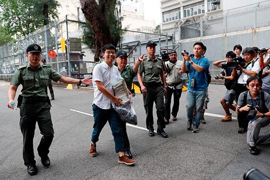 خروج جوشوا وونج من المعتقل