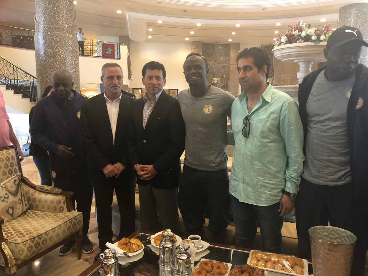 وزير الرياضة ومانى لاعب السنغال