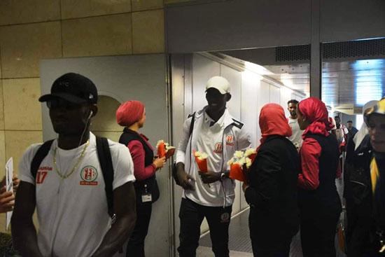 منتخبى بوروندي وناميبيا يصلان مطار القاهرة  (8)