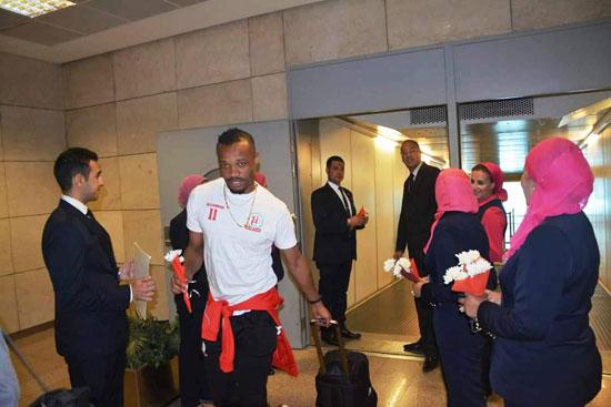منتخبى بوروندي وناميبيا يصلان مطار القاهرة  (7)