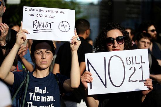 مظاهرات ضد قانون فى كندا يحظر التمييز الدينى