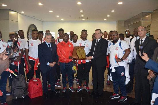 منتخبى بوروندي وناميبيا يصلان مطار القاهرة  (1)