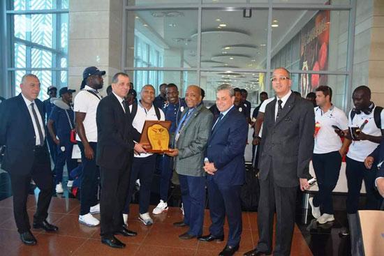 منتخبى بوروندي وناميبيا يصلان مطار القاهرة  (2)