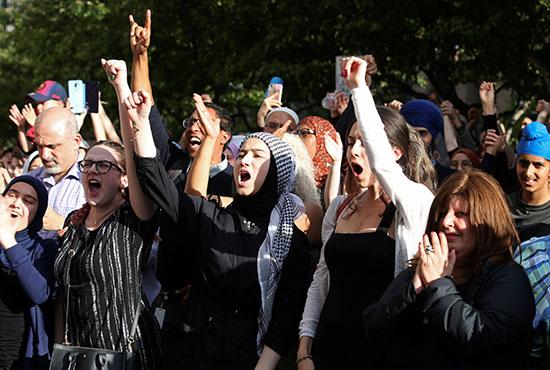 احتجاجات ضد مشروع قانون فى كندا