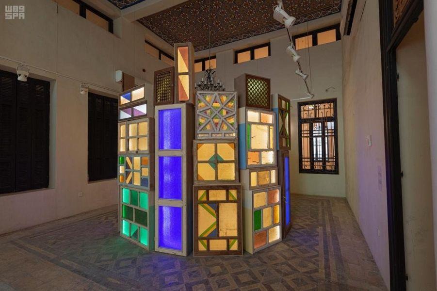 إحدى قاعات معرض القصر الأحمر فى السعودية