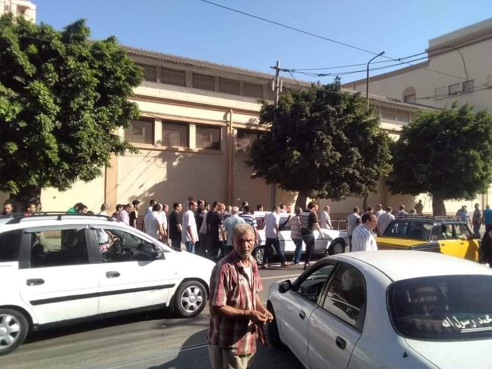 تشييع جثمان والدة الفنانة مروة ناجى بمسجد العمرى بالإسكندرية (1)
