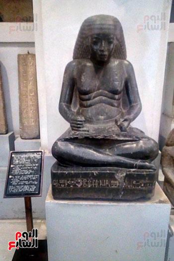 جانب-المسار-المخصص-للمكفوفين-فى-المتحف-المصرى-بالتحرير--(9)