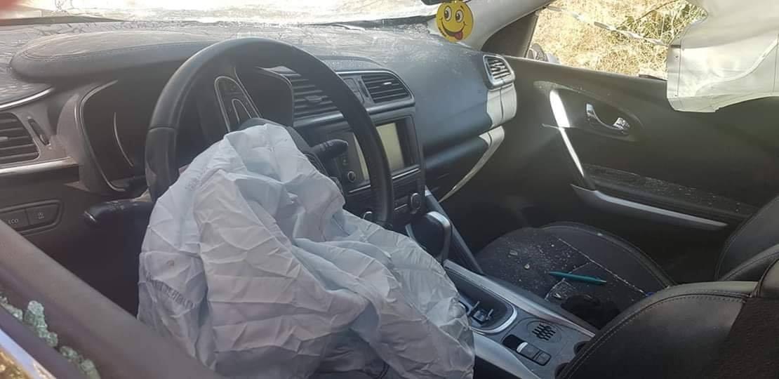 السيارة من الداخل بعد الحادث