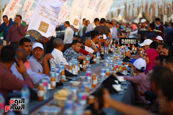 مصر تدخل جينيس بأطول مائدة طعام