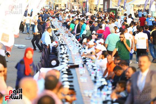 العاصمة الإدارية تنظم أطول مائدة طعام