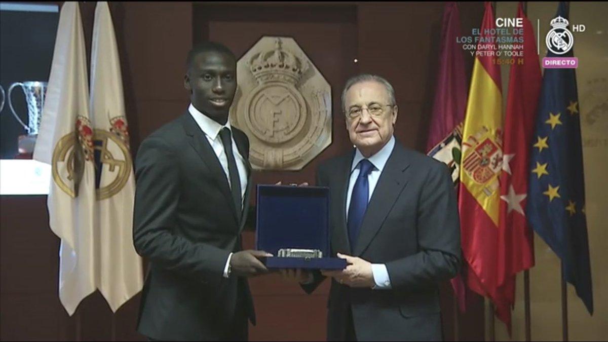 ميندي مع رئيس ريال مدريد