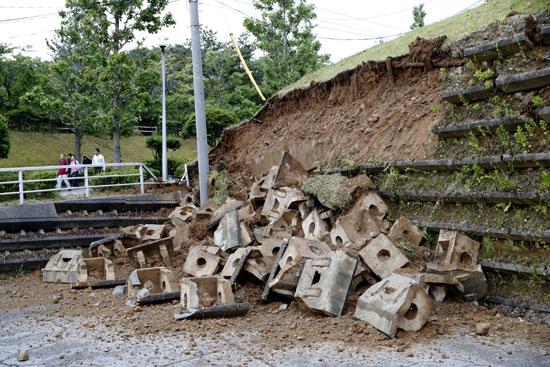 انهيار منحدر بسبب زلزال فى اليابان