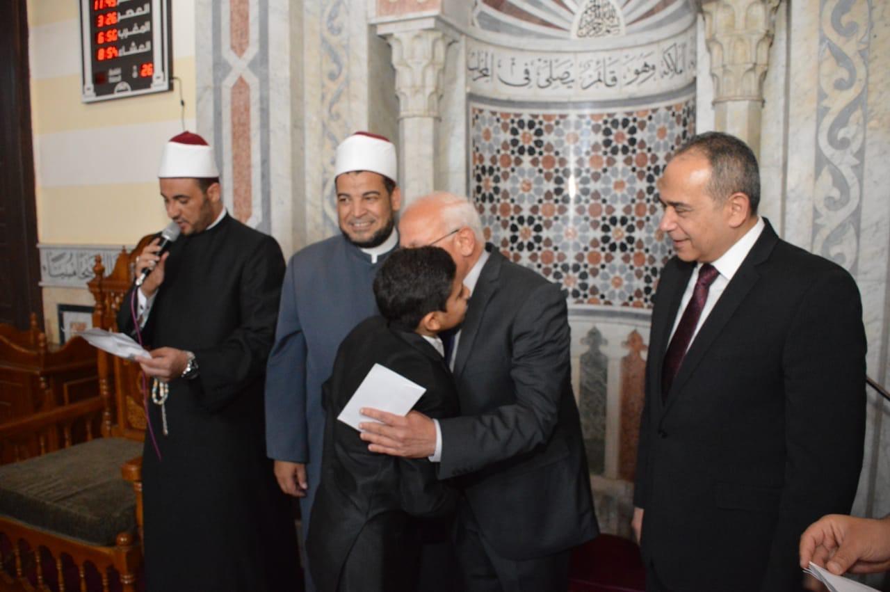 تكريم عدد من الأئمة وحفظة القرآن الكريم  (4)