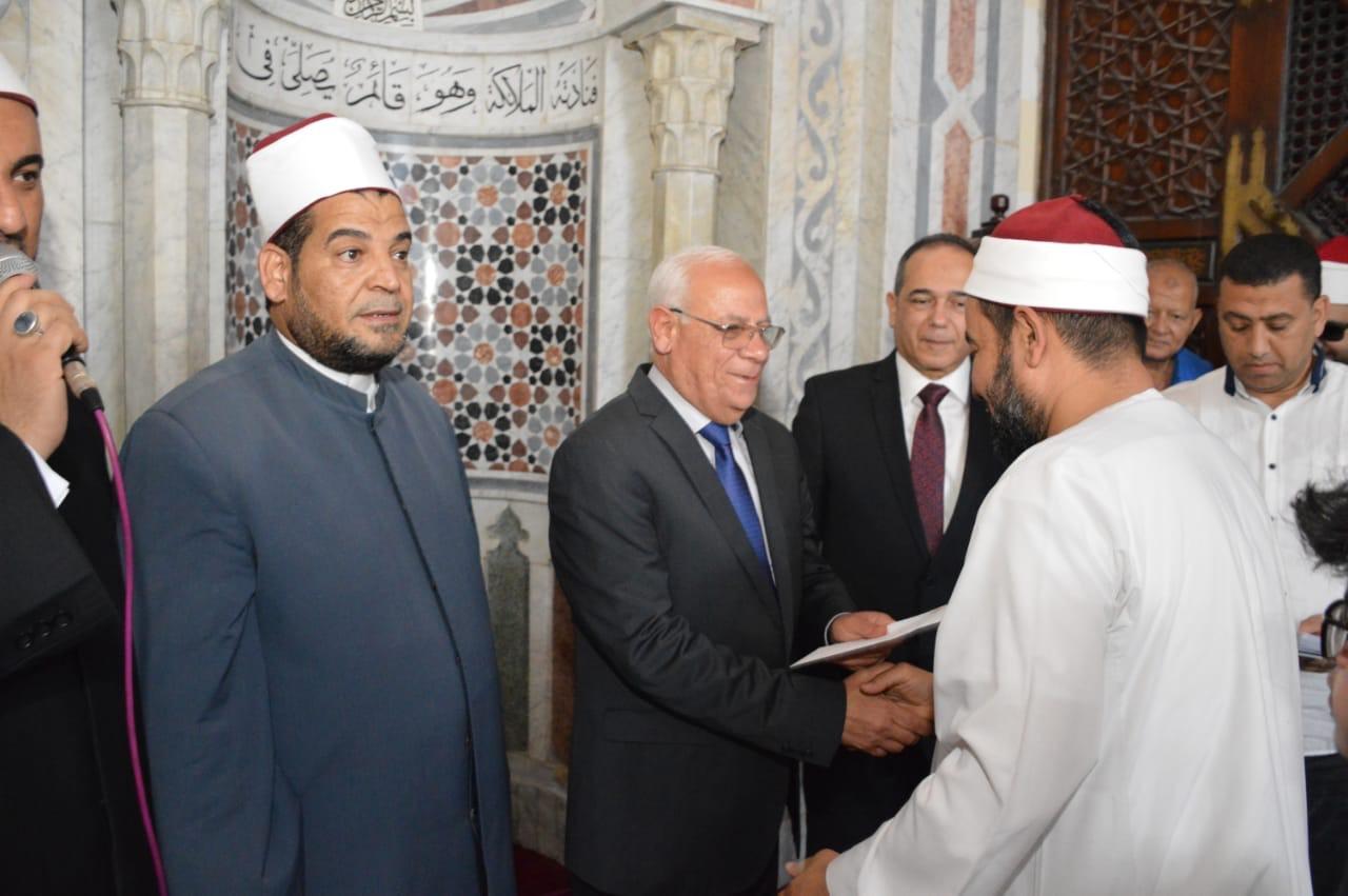تكريم عدد من الأئمة وحفظة القرآن الكريم  (9)