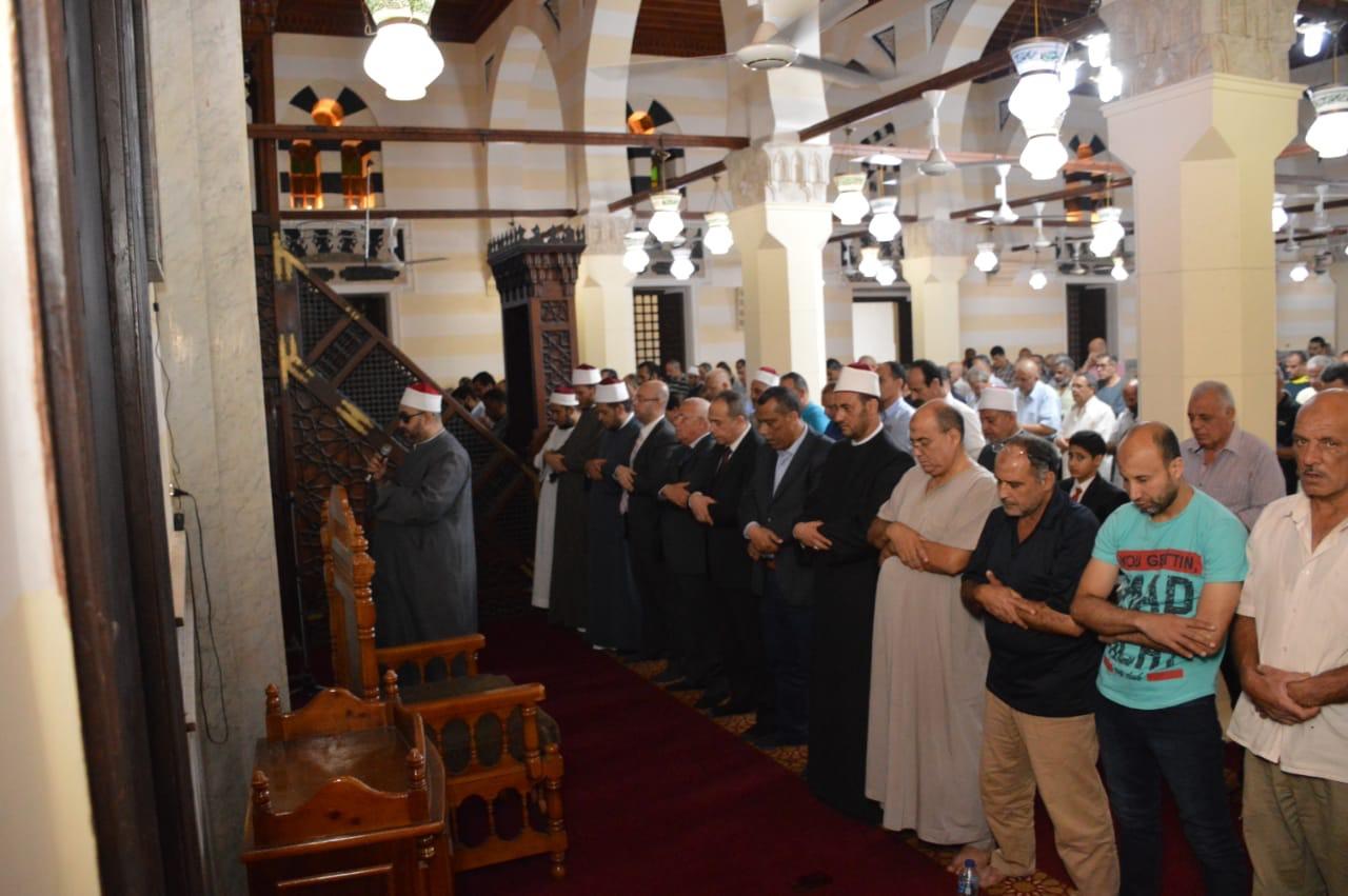 تكريم عدد من الأئمة وحفظة القرآن الكريم  (6)