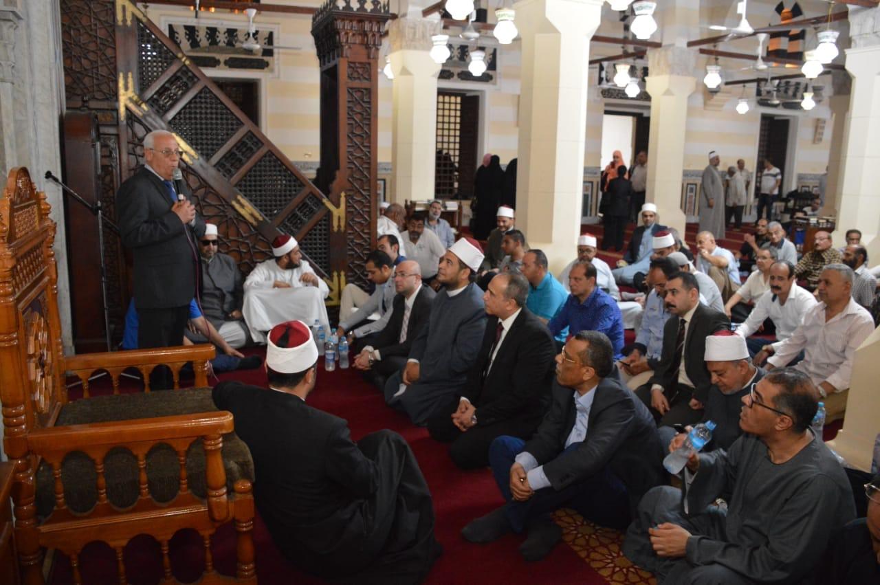 تكريم عدد من الأئمة وحفظة القرآن الكريم  (8)