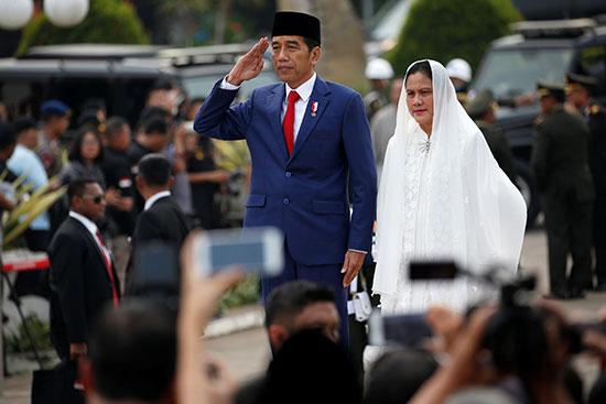 الرئيس الإندونسيى جوكو ويدودو يشارك فى الجنازة