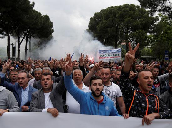 مسيرة حاشدة فى شوارع ألبانيا