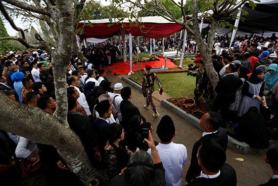 جانب من جنازة السيدة الأولى السابقة فى إندونيسيا