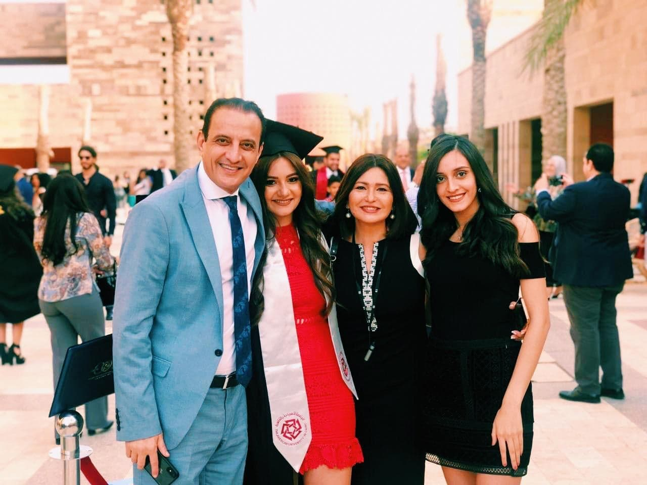طارق علام يشهد حفل تخرج ابنته عهد (2)