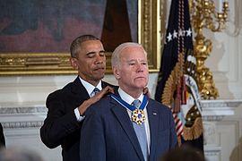 اوباما يمنح جوبايدن وسام الحرية