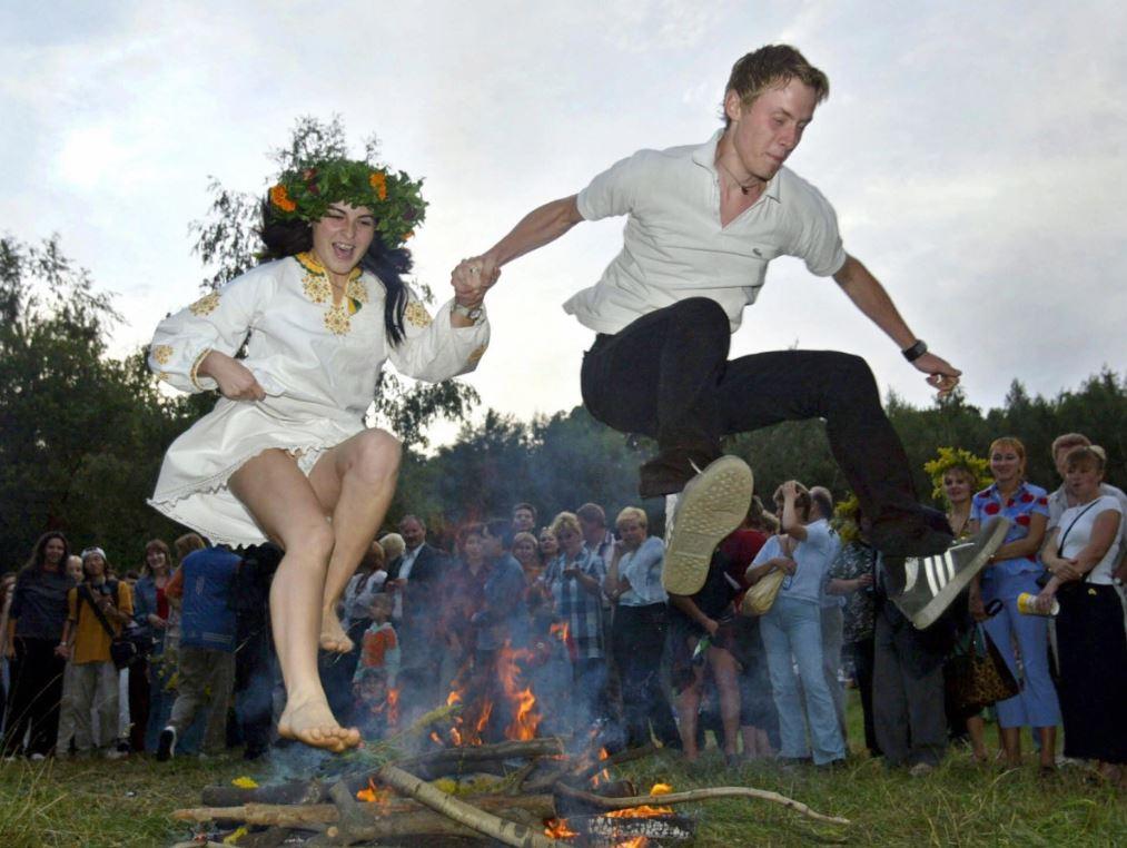 احتفالات الانقلاب الصيفى فى أوكرانيا