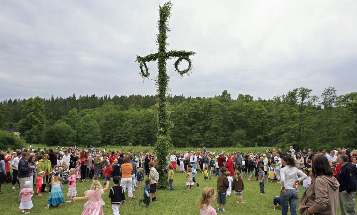 احتفالات الانقلاب الصيفى فى السويد