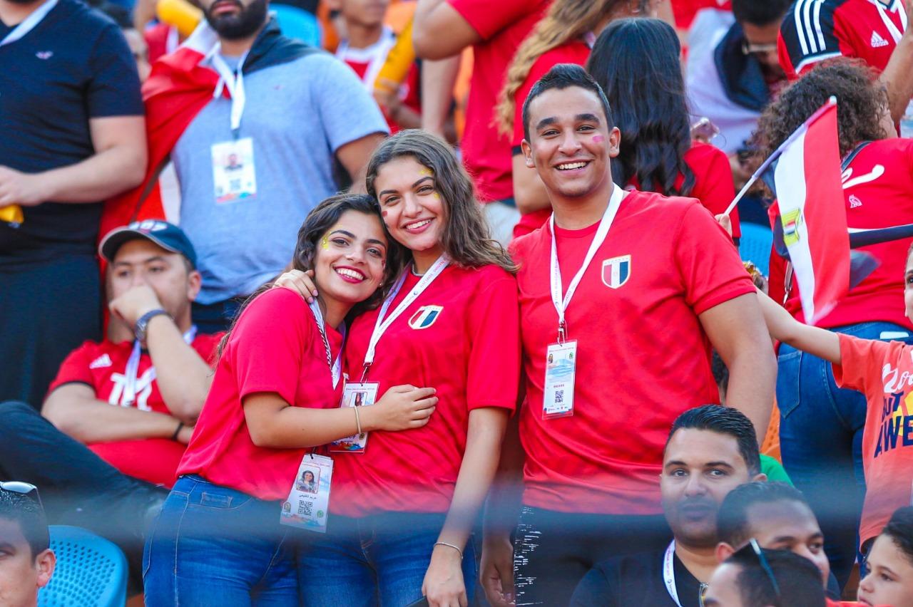 الجماهير فى ستاد القاهرة  (5)