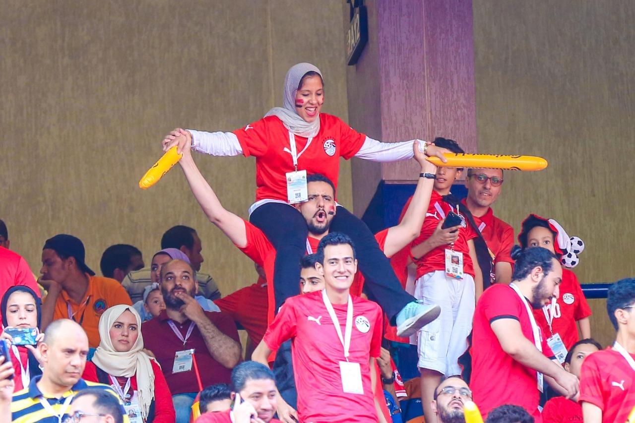 الجماهير فى ستاد القاهرة  (6)