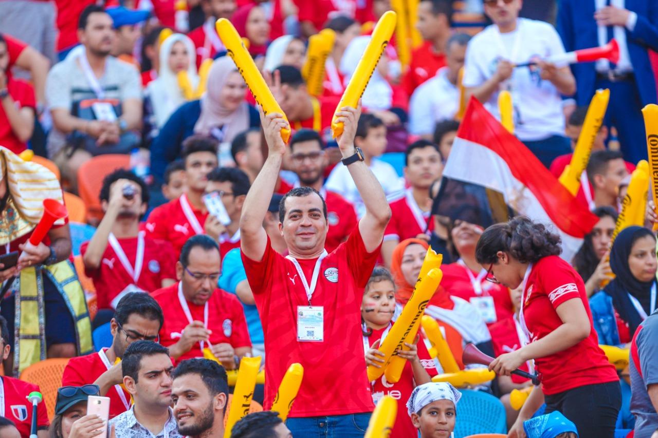 الجماهير فى ستاد القاهرة  (7)