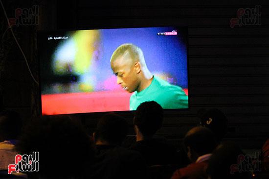 المقاهى تمتلئ بالجماهير لمتابعة أولى مباريات المنتخب بأمم أفريقيا (23)