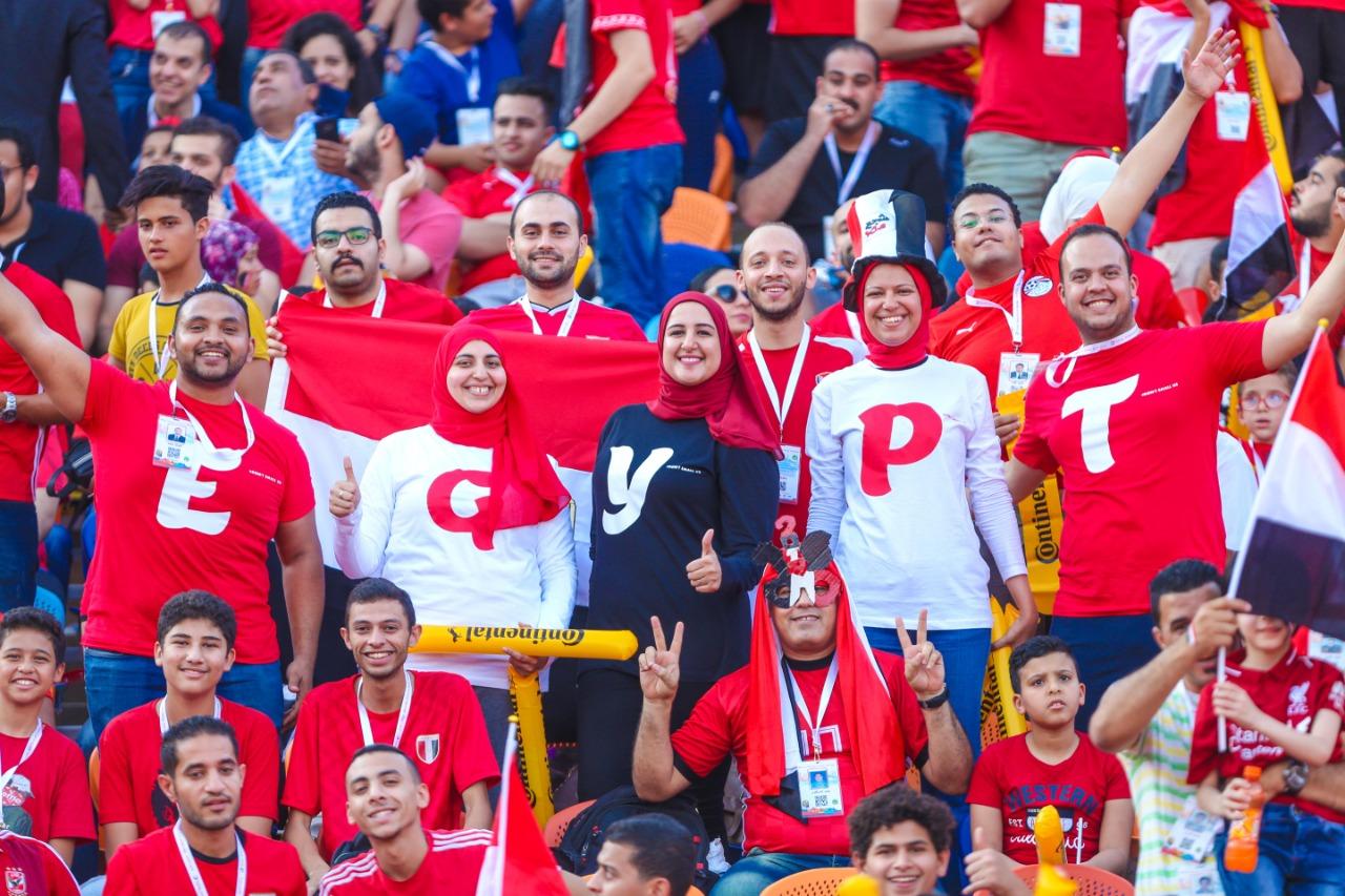 الجماهير فى ستاد القاهرة  (10)