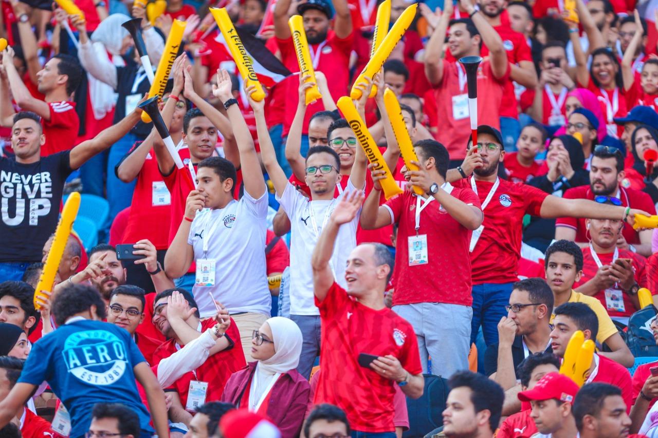 الجماهير فى ستاد القاهرة  (11)