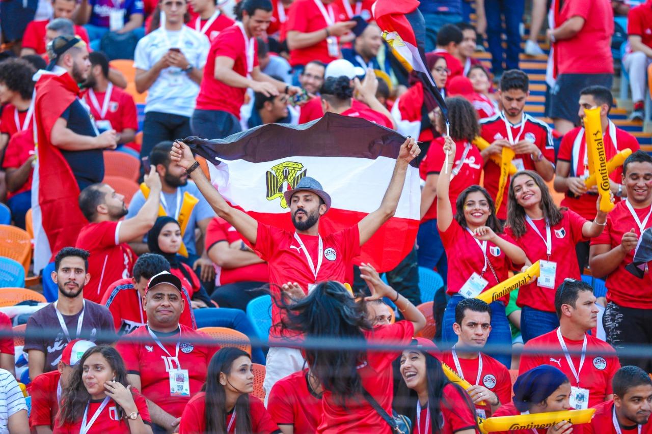 الجماهير فى ستاد القاهرة  (2)