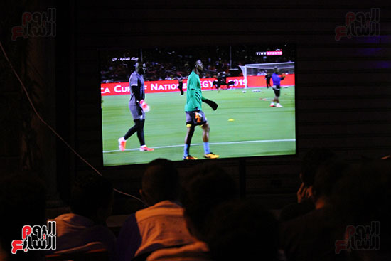 المقاهى تمتلئ بالجماهير لمتابعة أولى مباريات المنتخب بأمم أفريقيا (18)