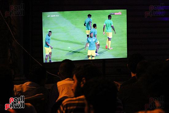 المقاهى تمتلئ بالجماهير لمتابعة أولى مباريات المنتخب بأمم أفريقيا (4)