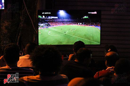 المقاهى تمتلئ بالجماهير لمتابعة أولى مباريات المنتخب بأمم أفريقيا (14)