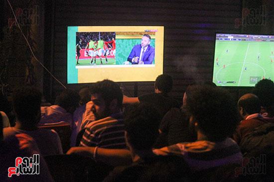 المقاهى تمتلئ بالجماهير لمتابعة أولى مباريات المنتخب بأمم أفريقيا (11)