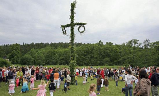 احتفالات-الانقلاب-الصيفى-فى-السويد
