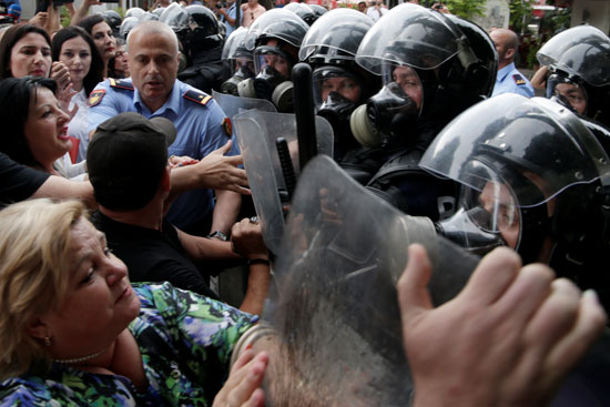 اشتباكات فى مظاهرات ألبانيا
