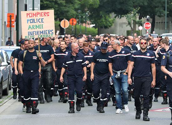 تظاهرات لرجال الإطفاء