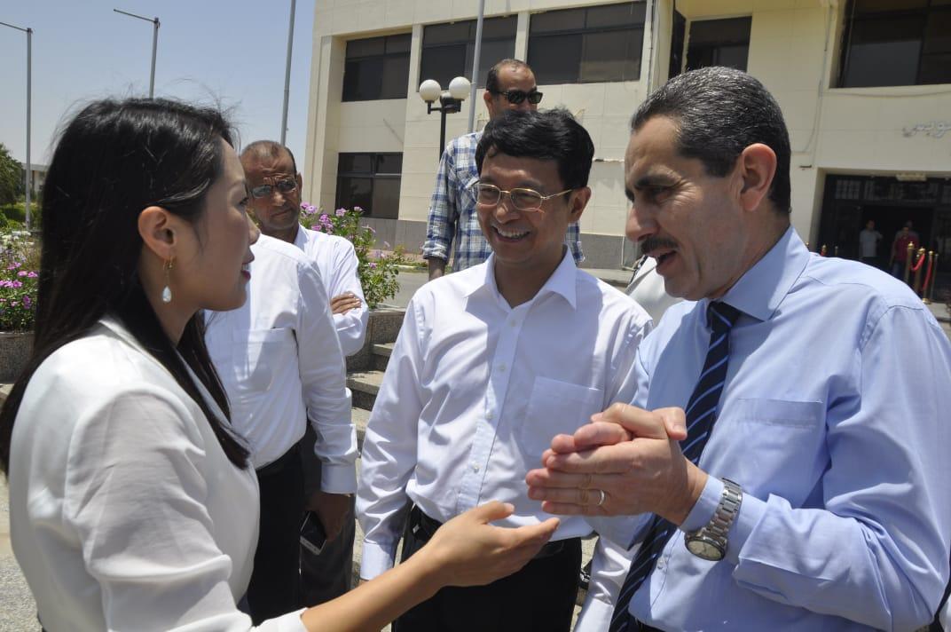 رئيس جامعة قناة السويس يستقبل السفير الصينى الجديد  (4)
